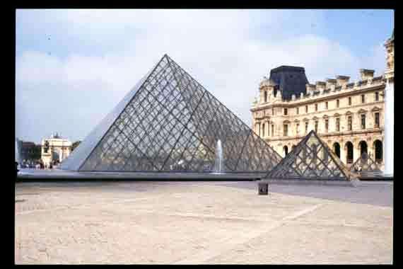 La pyramide musee du louvre - Pyramide du louvre construction ...